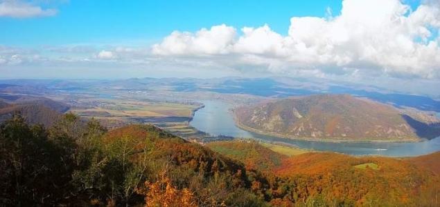 Őszi színekben tündököl a Dunakanyar