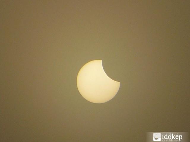 Hogyan befolyásolja a napfogyatkozás a látást)