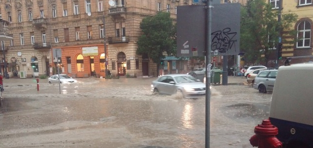 Özönvíz zúdult Budapestre (videókkal)