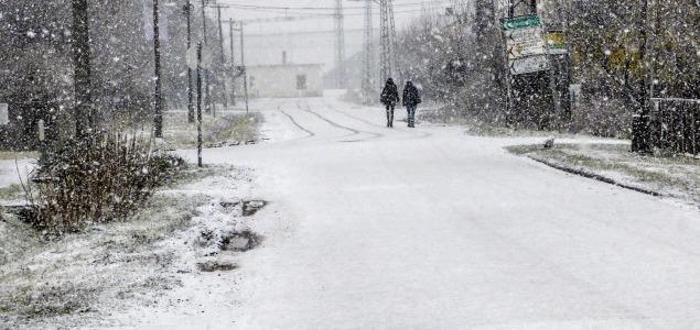 Keleten még kitart a havazás