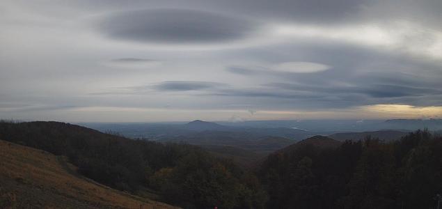 Csészealjszerű felhők formálódtak északon