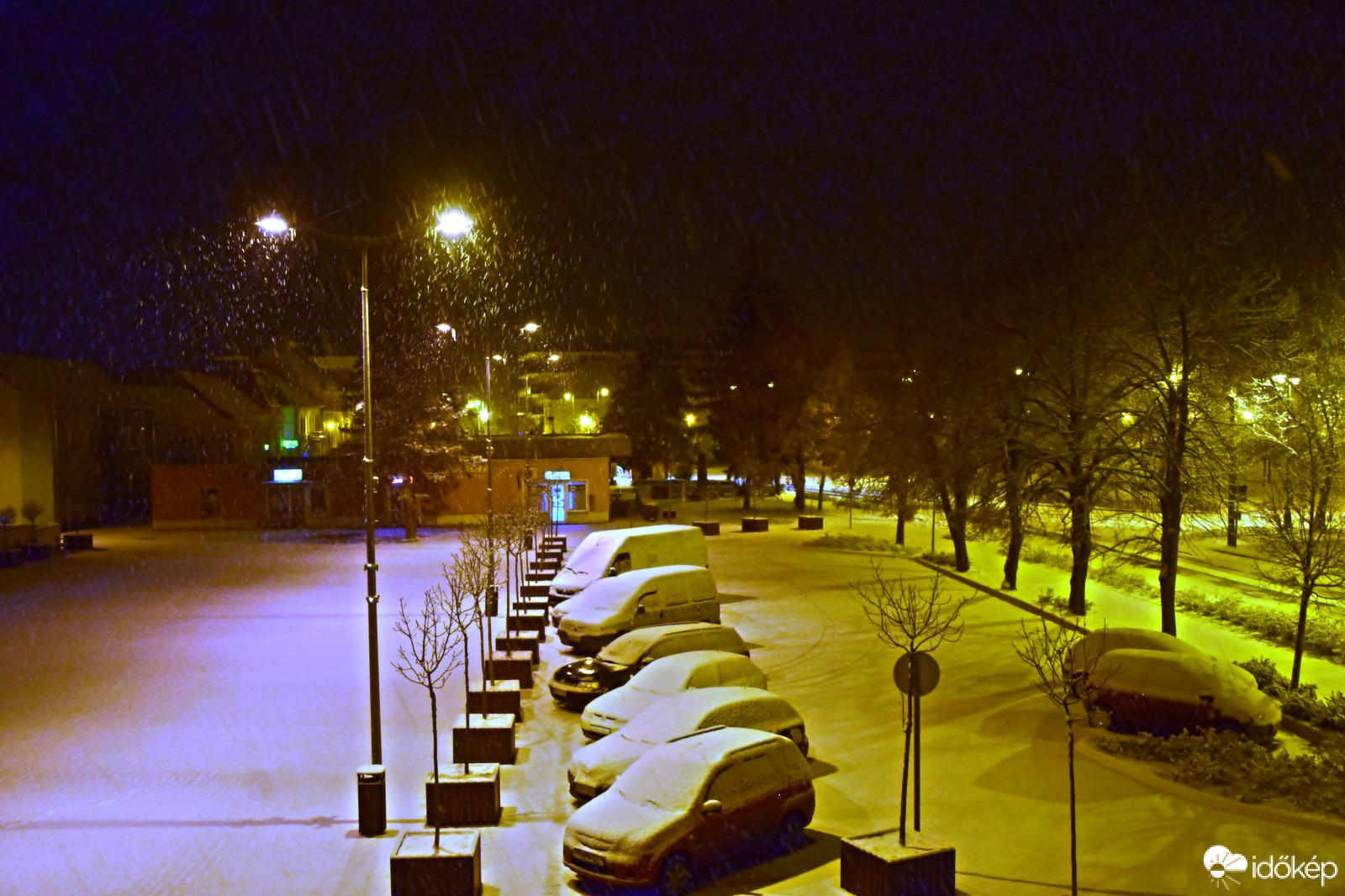 Több centi friss hó hullott le éjjel a Dunántúlon