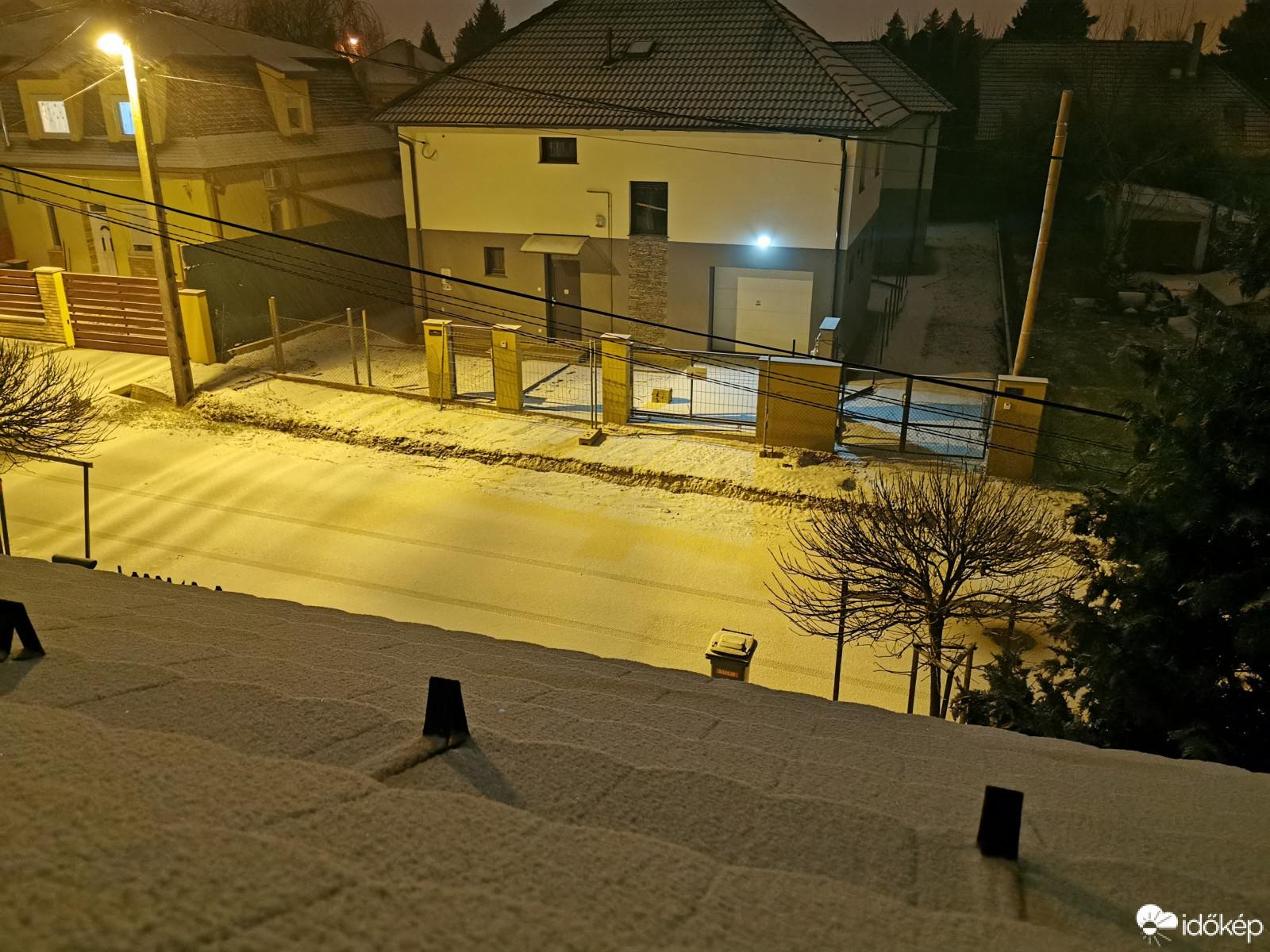 Hullott a hó éjszaka