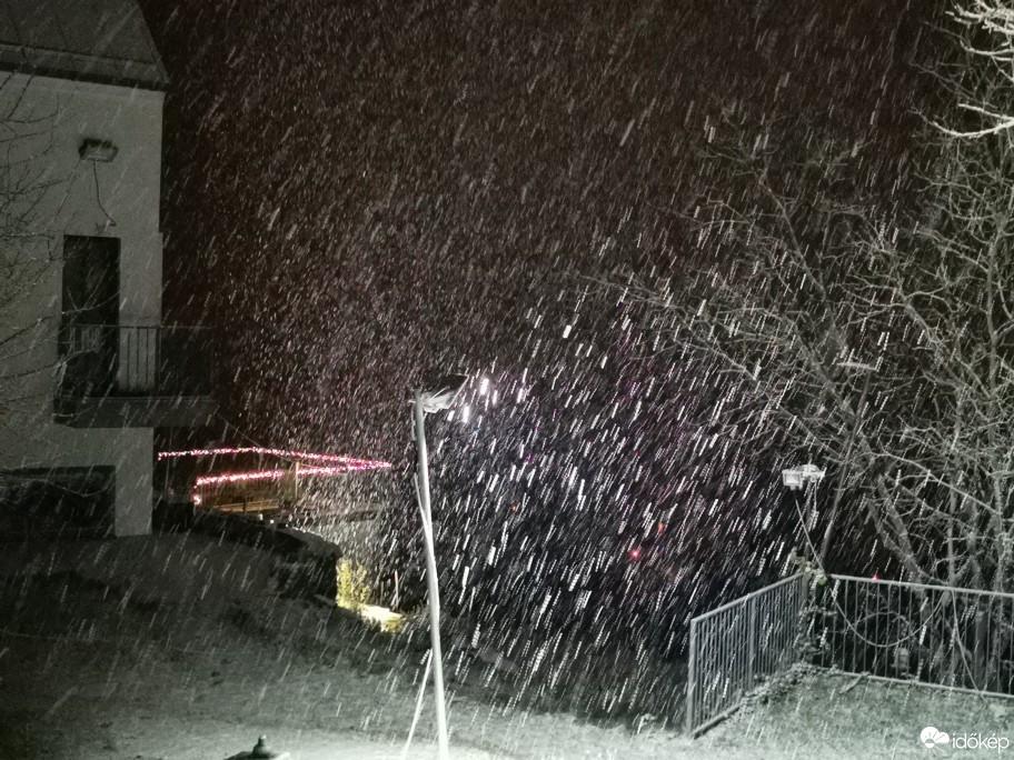 Így ömlött a hó Budapesten és a Dunakanyarban