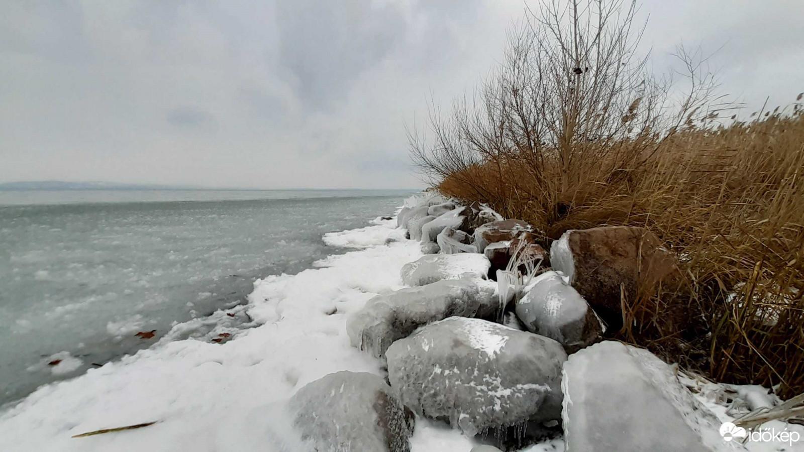 Elkezdett befagyni a Balaton a hideg időben